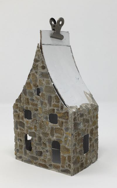 Roof flaps support gable ends