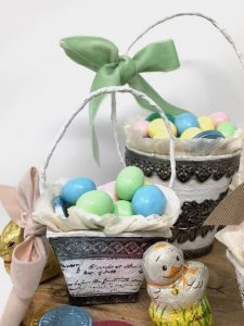 Easy Candy Easter baskets made with Peat pots