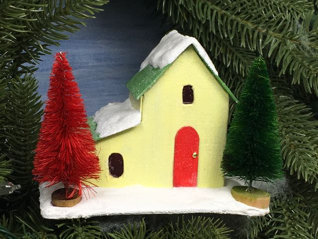 Front view of the Split Level Christmas paper house