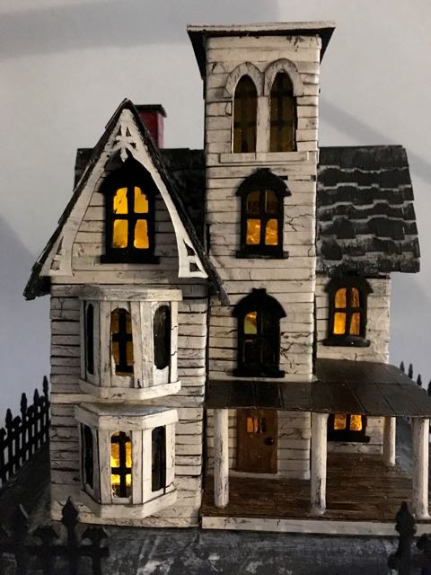 Abandoned Italianate Mansion Halloween House LED lights #halloweenhouse #halloween #papercraft #putzhouse