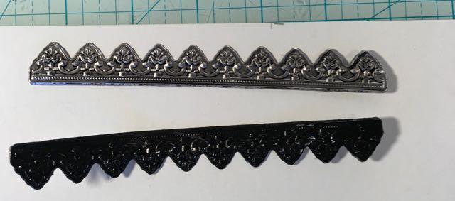 Distress your newly made Dresden strip with black paint to make the embossed impressions show up #papercraft #holiday #craft