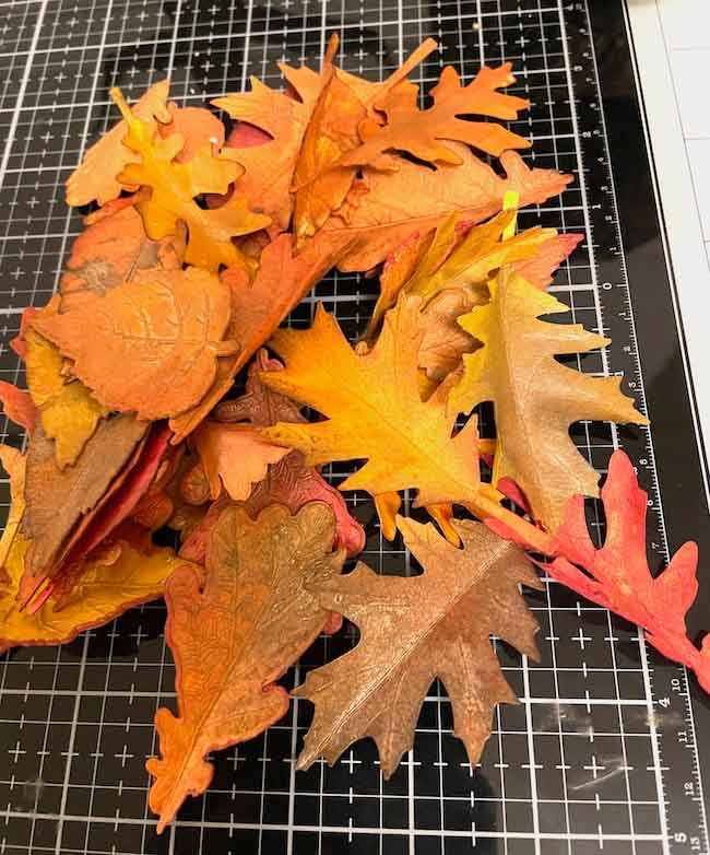 Paper leaves with mica stain for shine