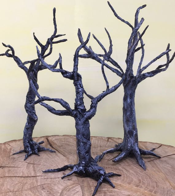 Trio of twisted trees for Halloween decorations #halloweencrafts #halloweendecor #papercraft