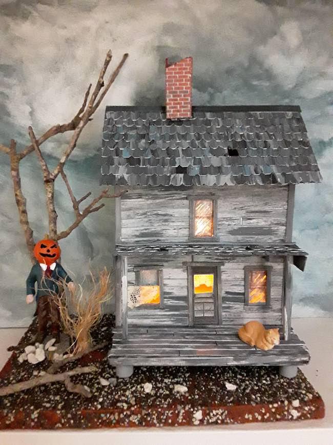 Winnie's spooky Halloween paper house pumpkinhead